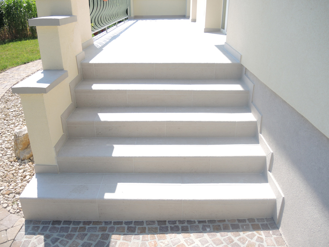 Carrelage sur escalier elegant exemples de marches with for Carrelage nez de marche exterieur point p